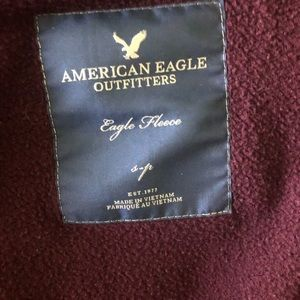 american eagle outfitters maroon fleece zip up!!